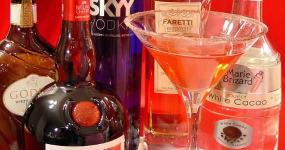 Red-Velvet-Cake-Martini-Cocktail-570x300