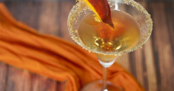 peach-cobbler-martini-570x300
