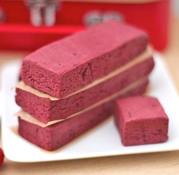 red velvet fudge protein bars